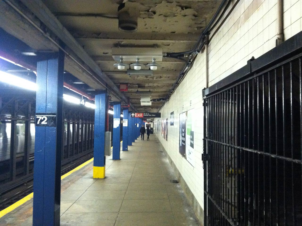 02-Antennas-on-cieling-at-Times-Square-Subway